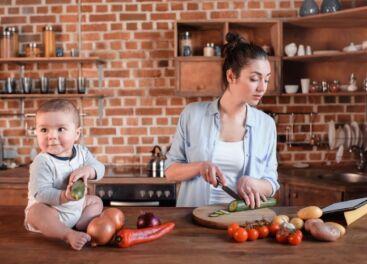Что учесть при заказе кухни для молодой мамы