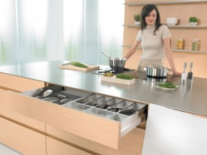 Фурнитура для кухни Blum
