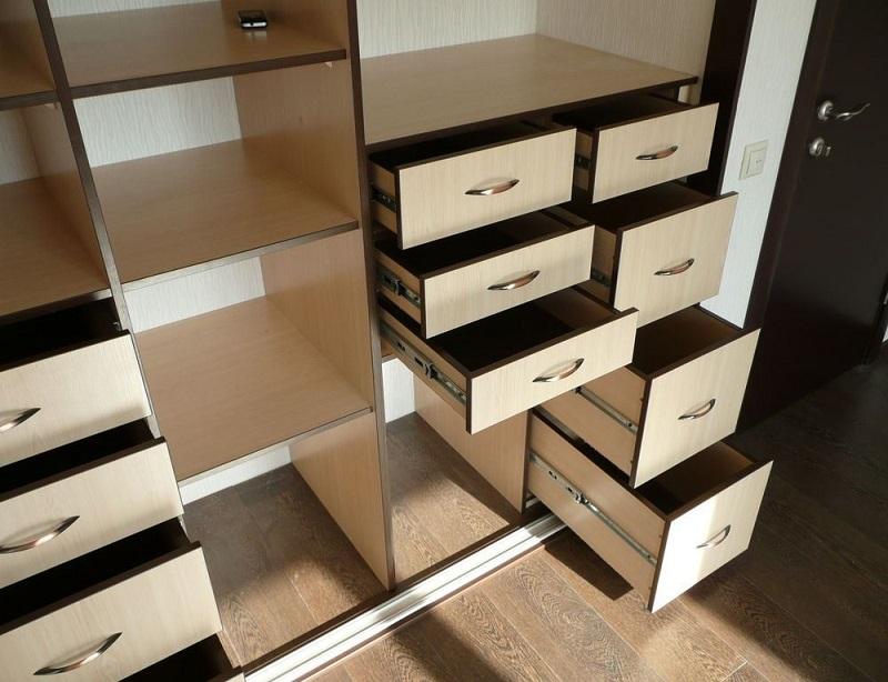ящики в наполнении шкафа-купе